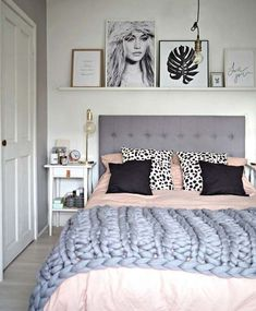 Nice 44 Cool Winter Bedroom Decoration Ideas. More at https://trendhomy.com/2018/01/15/44-cool-winter-bedroom-decoration-ideas/