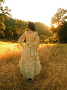 The Enchanted Queen of the Daisies Gunne Sax Gown by Violet Folklore, via Flickr