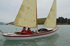 Sharpie schooner yacht