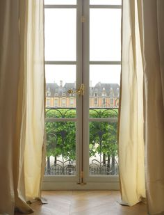 How do you live like a local in #Paris? Rent an apartment.