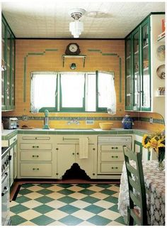 Gallery: Checkerboard Kitchen Floors Green and cream tiles laid on the diagonal jazz up a Depression-era Tudor kitchen. (Photo: Jeremy Samuelson)Green and cream tiles laid on the diagonal jazz up a Depression-era Tudor kitchen. Cuisine Tudor, Cocina Art Deco, Art Deco Kitchen, Kitchen Decor, Kitchen Ideas, Kitchen Inspiration, Kitchen Pictures, Interiores Art Deco, Kitchen Interior