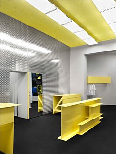 I like this one because it feels high tech. I think it would be a great computer store design. Clothing Store Interior, Clothing Store Design, Showroom, Construction Bedroom, Wood Bedroom Sets, Bedroom Furniture, Ikea, Interior Architecture, Interior Design