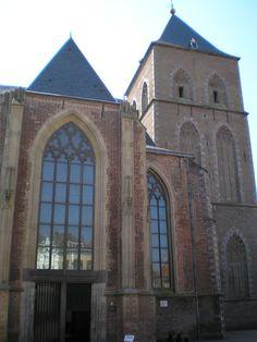 Buitenkerk ingang schoolplein (Wikimedia)