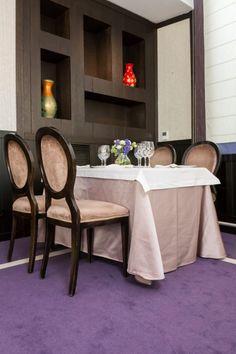 Proiect Hotel Epoque Bucuresti, realizat de Carpet&More. Descopera si celelalte proiecte din portofoliu! #design #restaurantdesign #purple #carpet  #Carpet&More Restaurant, Design, Diner Restaurant, Restaurants, Dining