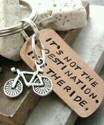Cycling Gifts For Women. I love the Bike keychain, the U-Lock, & the bike bag is ok. Indoor Cycling, Cycling Art, Road Cycling, Cycling Bikes, Road Bike, Cycling Shorts, Cycling Outfits, Cycling Tattoo, Rapha Cycling