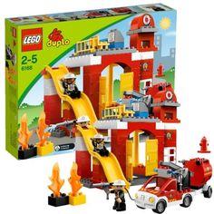 Tatütata. Im Feuerwehr-Hauptquartier ist immer etwas los. Hier finden Kinder ab 18 Monaten alles, was sie als guter Feuerwehrmann für die Arbeit benötigen.