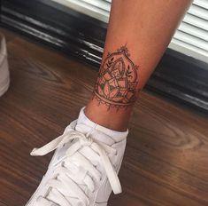 // - Tattooed Women - - Tattoos - - diy tattoo images - Tattoo Designs For Women Tattoo Platzierung, Tattoo Style, Piercing Tattoo, Hand Tattoo, Quote Tattoos, Small Tattoo Placement, Cool Small Tattoos, Foot Tattoos For Women, Tattoo Designs For Women