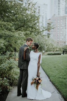 This stunning Chicago wedding portrait inspiration created by Allie Appel Photography features a refreshingly modern take on the downtown urban bride Wedding Photography Poses, Wedding Poses, Wedding Couples, Wedding Portraits, Lesbian Wedding, Interracial Wedding, Interracial Love, Perfect Wedding, Fall Wedding