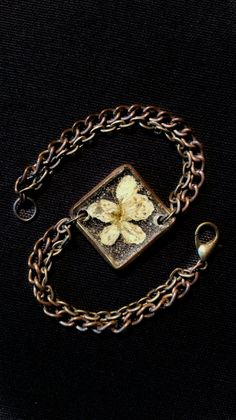 Real flower resin jewel Bracelet handmade by artmachi Resin, real flower, frame in brass handworked and copper chain