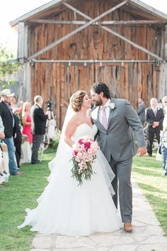 A Spring blush and mint wedding at Rancho La Mission in San Antonio Texas by Allison Jeffers Wedding Photography