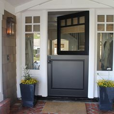 Split Door Split doors are not just for stables anymore. And while they are not commonly used as entry doors, they can be an excellent choic. Half Doors, The Doors, Entry Doors, Entrance, Exterior Tradicional, Style At Home, Style Blog, Door Design Photos, Split Door