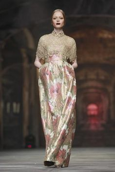 Golden Allure oleh Sebastian Gunawan dan Cristina Panarese, Inspirasi Era Tudor untuk Perempuan Modern | FIMELA