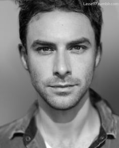 Aiden Turner, aka Fili from the Hobbit. he has a normal yet extremely attractive face... o0o