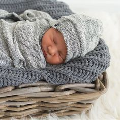 The gray textured swaddle set
