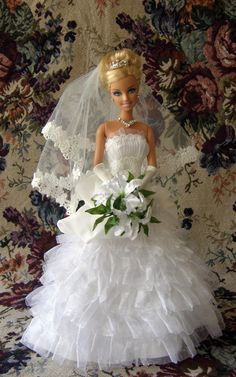 Shea's Wedding Day - Special Edition Collector's United: Commemorated wedding of Dian and Gary Green's daughter; gown based on full-size gown designed by Robert Tonner Barbie Bridal, Barbie Wedding Dress, Wedding Doll, Barbie Dress, Bridal Dresses, Flower Girl Dresses, Vintage Barbie Clothes, Doll Clothes, Bride Dolls