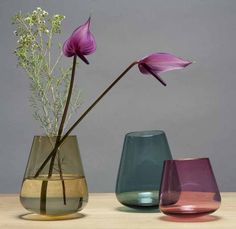 Vase Harvey | mundgeblasen | Edition Nikolas Kerl #vase #flowers #home #decor Designer, Glass Vase, Contemporary, Flowers, Home Decor, Objects, Things To Do, Homes, Dekoration