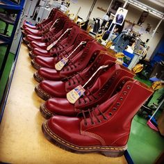 Such a delicious colour. I've got a smashing pair of these in bloody good stuff! Already got my eyes on the Vintage black Skinhead Clothing, Skinhead Men, Skinhead Boots, Skinhead Fashion, Skinhead Style, Dm Boots, Boots 2017, Cool Boots, Combat Boots