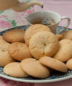 Let's have some pretty good taste about the cookiezz🍘 Greek Sweets, Greek Desserts, Greek Recipes, My Recipes, Cookie Recipes, Greek Cookies, Biscotti Cookies, Ice Cream Pies, My Cookbook