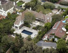 Former House of Brad Pitt and Jennifer Aniston's former home (Beverly Hills). This is where they lived right before their break-up...