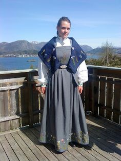 Kystdrakt Victorian, Costumes, Dresses, Fashion, Vestidos, Moda, Dress Up Clothes, Fasion, Dress