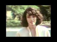 /NAGYON SZÉP FILM !!/Felhővalcer (Cloud Waltzing, 1987) Egy anorexiás amerikai lány ki akar lépni apja keményfejűségéből és cégéből, ahol soha nem érezte jól magát, mert nem tudt... Gloomy Sunday, Anorexia, Lany, Cinema, Youtube, Movies, Movie Nights, German, Google