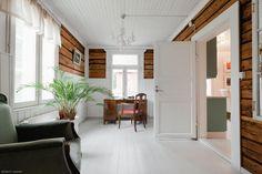 Turun lähistöllä sijaitseva noin 200 vuotta vanha pappila on suojelukohde ja saneerattu huolella nykyaikaan. Hirsirakenteinen koti omaa kaksi... Entrance, Sweet Home, Windows, Bedroom, House, Inspiration, Furniture, Beautiful, Home Decor