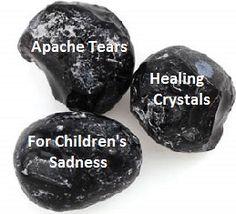Für Kinder Obsidian - Apache Tears - hilft Kindern mit jeder Form von Traurigkeit. Dieser Stein ist Schutz . Es ist ein schöner Stein, um sich herumtragen in der Tasche , damit es bei Bedarf abgehalten werden können . Dies ist auch ein Stein, der unter dem Kissen des Kindes gelegt werden können . Ich weiß, eine Junior -Client, um einzuschlafen hält seinen Apache Tränen fallen mag.