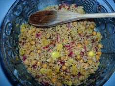 An irresistible couscous and chickpeas salad recipe containing pineapple for extra flavor. Vinegar Uses, Vegan Lunch Recipes, Thing 1, Spices And Herbs, Chickpea Salad, Salad Bowls, Couscous, Herbalism, Yummy Food