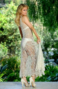 Paris Hilton my tongue is hard for your snacks Paris Hilton Bikini, Paris Hilton Style, Paris Hilton Photos, Beautiful Celebrities, Gorgeous Women, Crochet Long Dresses, Blond, Gowns, Outfits