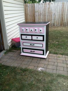 Redone dresser Destiny we could totally do this in turqoise and brown and white Custom Furniture, Painted Furniture, Bedroom Furniture, Furniture Projects, Vintage Furniture, Diy Projects, Diy Dresser Makeover, Furniture Makeover, Dresser Makeovers