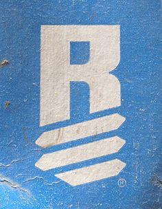 Draplin Design Co. Letter R Typo Logo Design, Graphic Design Letters, Vintage Graphic Design, Lettering Design, Identity Design, Badge Design, Icon Design, Logo Inspiration, Draplin Design
