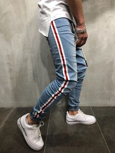 mens fashion trends that look cool! Streetwear Jeans, Streetwear Fashion, Streetwear Summer, Denim Joggers, Jogger Pants, Jeans Pants, Jean Shorts, Men Street, Man Style