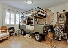 Kid's Safari Themed Bedroom ... I love it, as long as there are no hunting references.