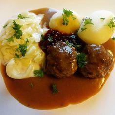 Edel's Mat & Vin : Kjøttkaker i brun saus med kålstuing ! A Food, Food And Drink, Nom Nom, Beef, Food Ideas, Child, Memories, Meat