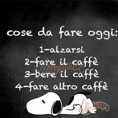 Ho bisogno di caffè. Tanto caffè. fare bere alzarsi