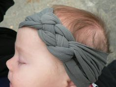 knotted jersey headband...good tutorial.  and it's NO SEW!!!! who says it has to be for kids I want one!