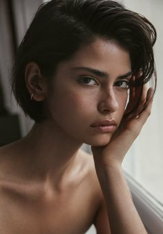 A Subtle Take on Chunky Highlights - 20 Edgy Ways to Jazz Up Your Short Hair with Highlights - The Trending Hairstyle Girl Short Hair, Short Hair Cuts, Round Face Short Hair, Pixie Cuts, Short Pixie, Hair Day, New Hair, Pelo Ulzzang, Hair Inspo