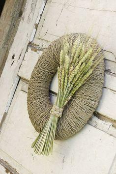 Autunno autunno ghirlanda decorata con bel mazzo di gambi secchi di segale con fiocco originale di erba secca. Può decorare la porta per lestate e la stagione autunnale! Corona può essere troppo perfetto arredamento casa per il ringraziamento. GHIRLANDA AUTUNNO SPECIFICO: • 100% handmade •