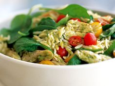 Pesto orzo pasta salad from Williams-Sonoma. Delicious and healthy! Chicken Orzo Salad Recipe, Chicken Orzo Pasta, Spinach Orzo Salad, Orzo Salad Recipes, Pesto Spinach, Pesto Salad, Salad Dressing Recipes, Chicken Recipes, Pasta Recipes
