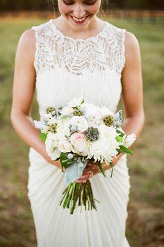 neutral bouquet | Jenna Henderson, Photographer | Glamour & Grace