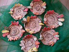 Keramika v MŠ Clay Projects For Kids, Kids Clay, Crafts For Kids, Pottery Painting, Ceramic Painting, Ceramic Art, Handmade Rakhi, Pottery Animals, Clay Studio