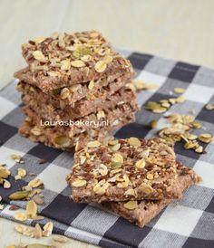 Spelt crackers met zaden - Laura's Bakery uit het boek Meesterlijk Brood van Robèrt van Beckhoven