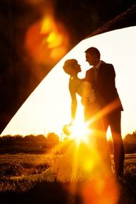 Sunburst wedding picture. Must find a photographer who can frame a shot this beautiful!