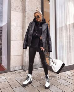 Find out where you can get the bag - Street Style Outfits Winter Fashion Outfits, Fall Winter Outfits, Look Fashion, Fashion Ideas, Fall Fashion, Fashion Edgy, Fashion 2018, Fashion Women, High Fashion