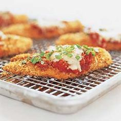 One of the easiest and tastiest chicken dish you can serve in the dinner party is the chicken Parmesan recipe, with which you can impress your friends.