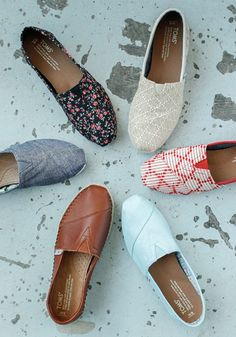 >>>TOMS shoes OFF! >>>Visit>> No matter the design or pattern every time you purchase a pair of TOMS Shoes a child in need also receives a pair of new shoes. Cheap Toms Shoes, Toms Shoes Wedges, Toms Shoes Outlet, Crazy Shoes, New Shoes, Me Too Shoes, Kinder In Not, Black Toms, White Toms