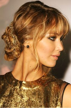 Hair Styles 2018 Jennifer Lawrence is giving off major Grecian goddess vibes as she wears her hair in a braided chignon complete with a gold chain Discovred by : Byrdie Beauty Hairstyles With Bangs, Pretty Hairstyles, Wedding Hairstyles, Wedding Updo, Updo Hairstyle, Hairstyle Ideas, Hairstyles Men, Red Carpet Hairstyles, Glamorous Hairstyles