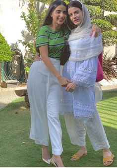 Pakistani Party Wear Dresses, Pakistani Dress Design, Pakistani Outfits, Pakistani Dramas, Beautiful Dress Designs, Beautiful Dresses, Beautiful Hijab, Curly Hair Designs, Afghan Clothes