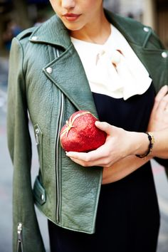 Is that an apple clutch??!!