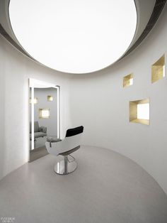 A VIP styling room within the cube. Walking into the Mirror Cube salon in Hangzhou, China, clients are immediately met with a monolithic, well, mirror cube of polished stainless-steel where convex, concave, and flat panels present a distorted reflection of reality from a multitude of vantage points. #InteriorDesign #HospitalityDesign #SalonDesign